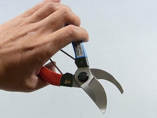 Left handed gardening scissors
